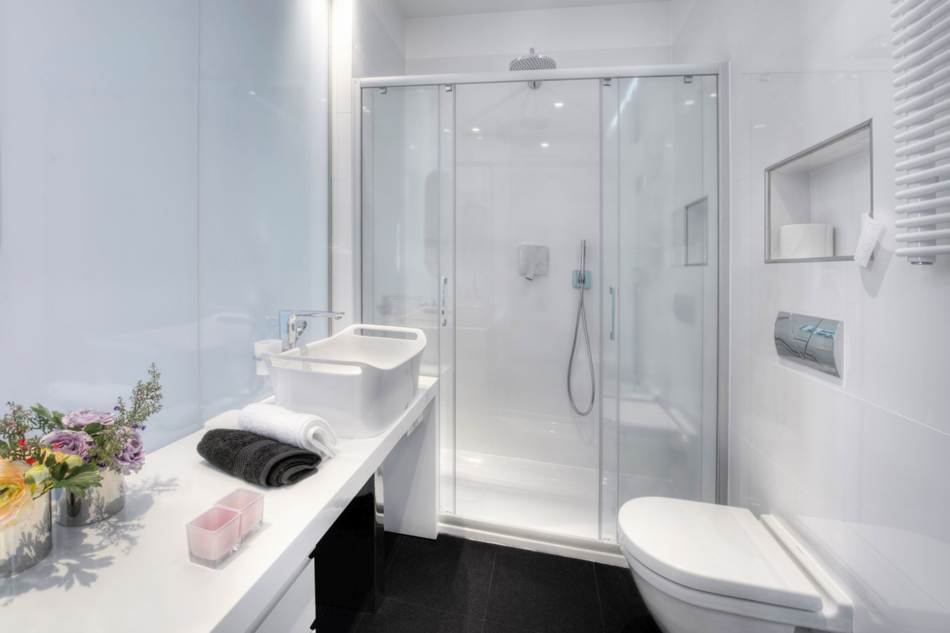 Riva Luxury Apartment bathroom