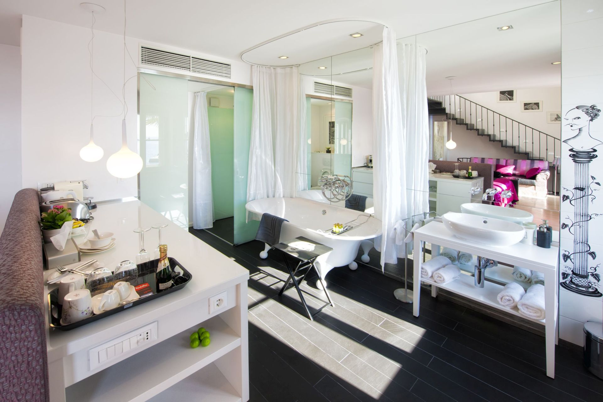 Riva Luxury Suite bathroom